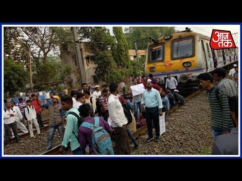 Shatak AajTak | Student Protesters Halt Local Train Services In Mumbai; 30 Local Trains Cancelled