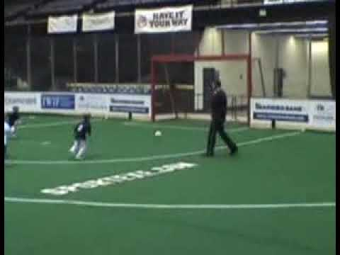 「[サッカー]ちょっと可愛い女の子のオーバーヘッドキック。」のイメージ