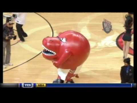 Toronto Raptor eats a cheerleader