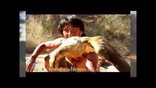 vahşi hayvanları silahsız yakalayan adam