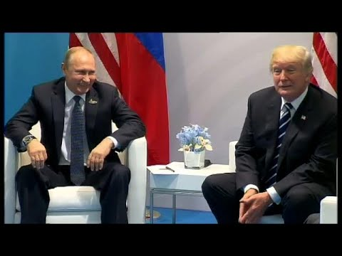 «Ίσως πήγαν και στην τουαλέτα μαζί Τραμπ και Πούτιν»