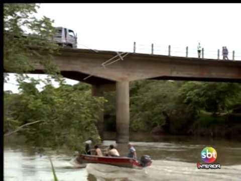 Duas pessoas morrem após carro cair de ponte em Piacatu