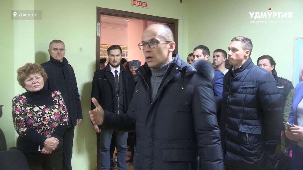Глава Удмуртии Александр Бречалов встретился с жителями дома, где произошло обрушение восьми квартир
