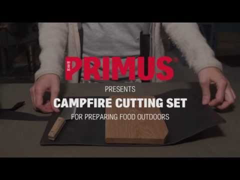 A convenient set that makes prepping food in the outdoors a breeze. It consists of a cutting board in oak and a 15 cm knife neatly packed in a polycotton cover. Oak is durable and makes for a good surface to prepare food on, and has a natural self-disinfectant effect. The knife has a flexible stainless steel blade suitable for chopping and slicing as well as filleting. The cover also serves as a base to prepare food on and is coated on the inside for easy cleaning. Once the cooking is done, put the used knife back in its sheath and roll it all up and take care of it when at home.