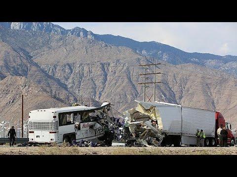 Νεκροί και τραυματίες από σύγκρουση τουριστικού λεωφορείου στην Καλιφόρνια