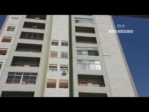 Una ventana e un edificio explotó sobre la calle (видео)