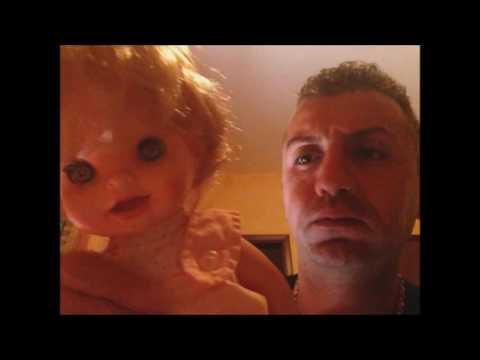 bambola realmente posseduta da uno spirito sorpresa a muoversi