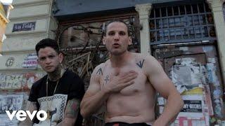 Music video by SWISS & Die Andern performing Finger zum MW.
