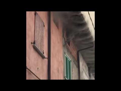 Incendio a Sorisole, in fumo il tetto di una casa