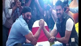 Sunny Deol arm wrestles Harman at press conference - Bollywood Country Videos