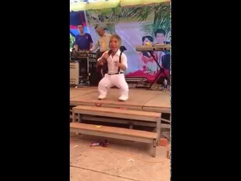 Ca sĩ lùn hát Em của ngày hôm qua gây sốt