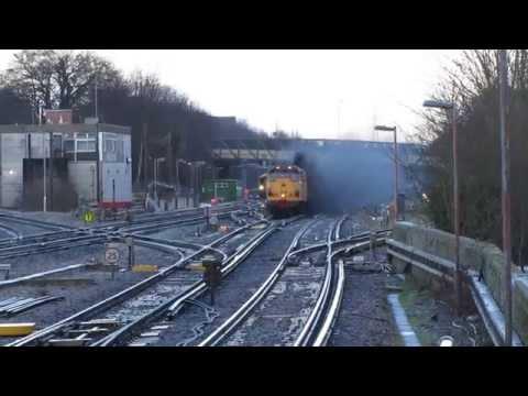 Monster clag as 31233 erupts through Basingstoke station ...