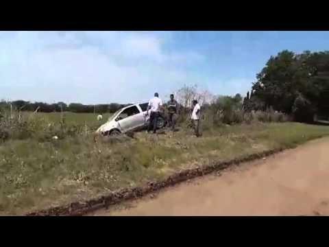 El automóvil venía de norte a sur por el camino a San Cayetano