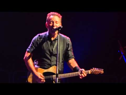 Bruce - what a beautiful performance of a beautiful song luckily the drunken people didn't spoil this one...alcohol at concerts should e forbidden!! complete show co...