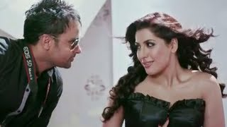 """Check out the full song 'Rubaroo' sung by Amrinder Gill from """"Saadi Love Story"""". Rubaroo is a heart warming punjabi romantic..."""