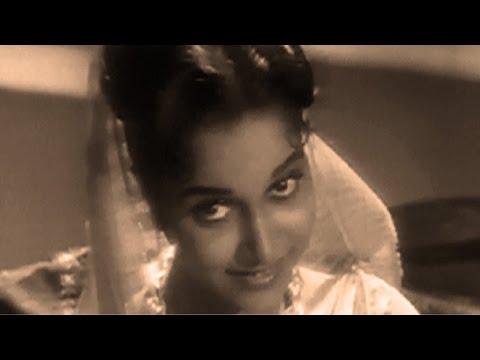 Waheeda Rehman tries to impress Dev Anand - CID, Scene 6/10