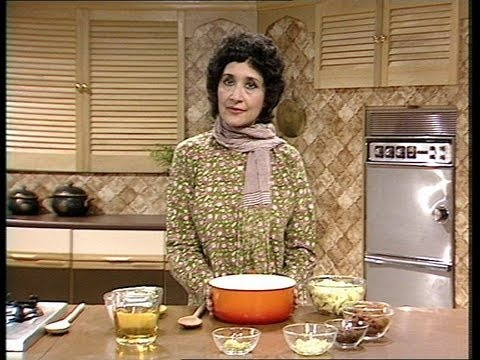 Jaffrey - Madhur Jaffrey gives a step by step demonstration of how to make Indian Fruit Chutney. Click here to see the full programme! http://bit.ly/12ThZMI Watch more...