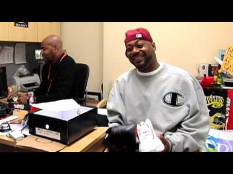 0 Celebrity Feet: Obama Sneakers Give Ghostface a Good Laugh