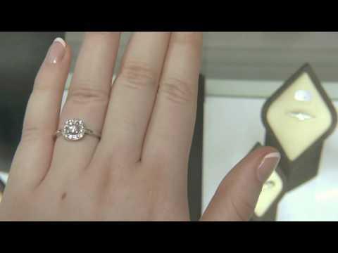 0.70ct Round Cut Diamond Cushion Halo Engagement Ring HD003