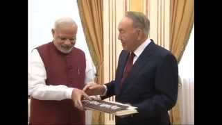 Exchanging of Gift between the Prime Minister, Shri Narendra Modi and the President of the Republic of Kazakhstan, Mr.