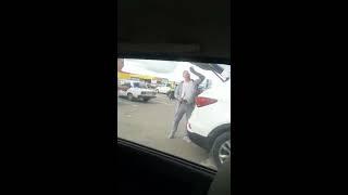 Саратовец с мачете напал на машину с женщиной и ребенком в салоне