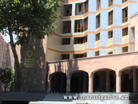 Տեսախցիկներն արձանագրել են համալսարանի մուտքի մոտից քաղաքացու պայուսակի գողության դրվագը (Տեսանյութ)