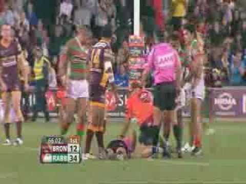 Arbitro KO por un balón de rugby