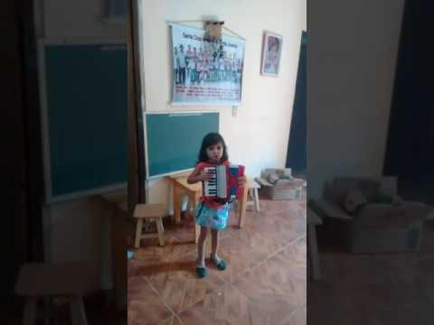 Emellyn 5 anos futura sanfoneira do pé de Serra do BeBeto