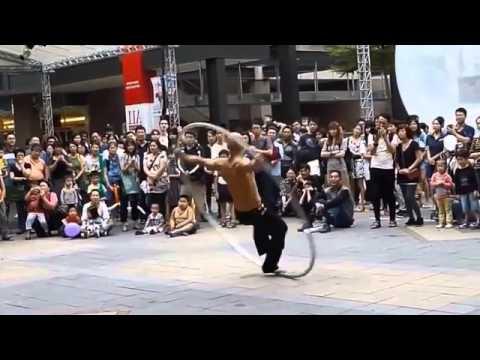 Màn biểu diễn tuyệt vời của một nghệ sĩ đường phố
