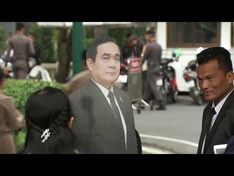 العرب اليوم - شاهد: رئيس الوزراء التايلاندي  برايوث تشان أوتشا يسخر من الصحافيين