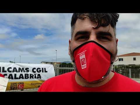 """Protestano i lavoratori di Eurospin a Lamezia: """"Più sicurezza e meno pubblicità in tv"""""""