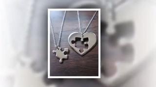 Не знаете что подарить на день святого Валентина? Лучший подарок - подарок сделанный своими руками!!! Идеи для подарка своими руками на день влюблённых, день Святого Валентина, 14 февраля.**************************************Подписаться на канал.https://goo.gl/i4h09U**************************************Идеи. Много идей. Идеи на все случаи. Бывает, что хочешь чего то, а... не знаешь как. Заходите к нам, тут много идей для творчества, для интерьера, для оформления и даже тенденции моды.