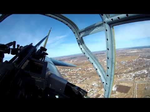 Вид из кабины стрелка в полете на штурмовике Ил-2