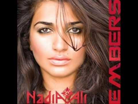 Tekst piosenki Nadia Ali - Not thinking po polsku