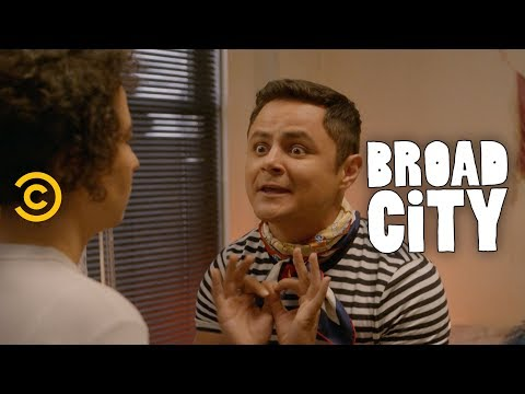 Jaimé Needs a Hoarding Intervention - Broad City