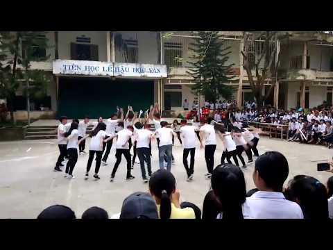Học sinh 12A trường THPT Cẩm Thủy 2 nhảy hiện đại.