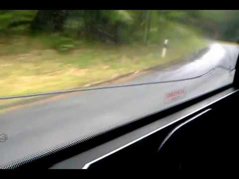 Efecto del agua atrapada en el cristal doble de un autobús