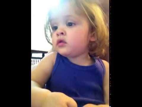 guardate quanto è dolce questa bambina...