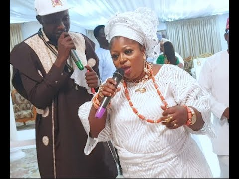 Iyaloja  she sings and dance to Christian songs with her sweet voice at Baba Ijebu's coronation