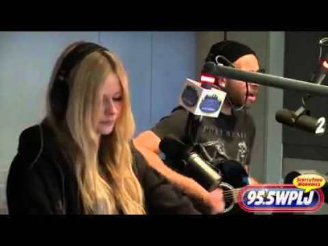 Avril Lavigne - Here's To Never Growing Up ( Acoustic Live )