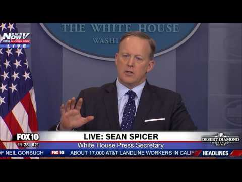 WOW: Sean Spicer GOES OFF On Reporter Over Russia Reporting On President Trump - FNN (видео)