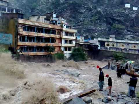 Más de 2.5 millones de personas sin casa por inundaciones en Pakistán