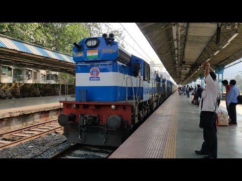 11019 Bhubaneswar Konark Express Entering Dadar Railway Station : Indian Railways