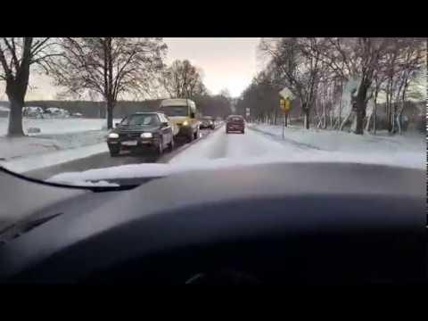 Wideo1: Trudna sytuacja na wyjeździe z Leszna w stronę Kąkolewa