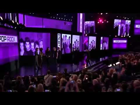 One Direction Accepting The Award - American Music Awards 2014