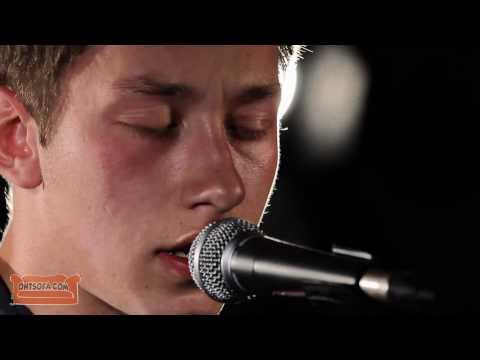 Aaron Bertenshaw - Hallelujah (Leonard Cohen cover) - Ont' Sofa Sessions