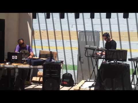 Improvisando en directo sobre las bases pinchadas por Alfonso Lumera (melodía © 2013)