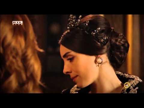 Hürrem vs mahidevran (Szulejmán 116. Rész)(1):  Hürrem és mahidevran találkozik a palota folyósóján ahol hürrem be oltja mahidevrant!! :D