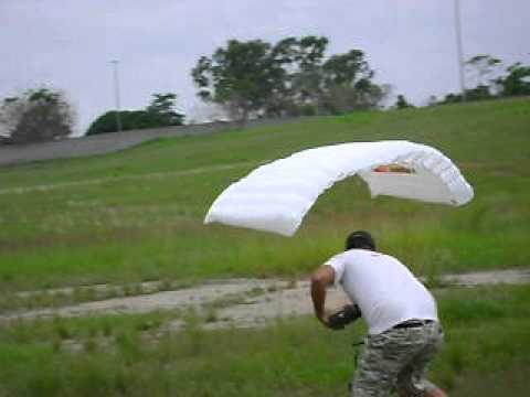 paraglider dando loop no happy land em itaborai