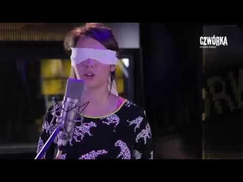 Tekst piosenki Karolina Czarnecka - Za siedmioma blokami po polsku